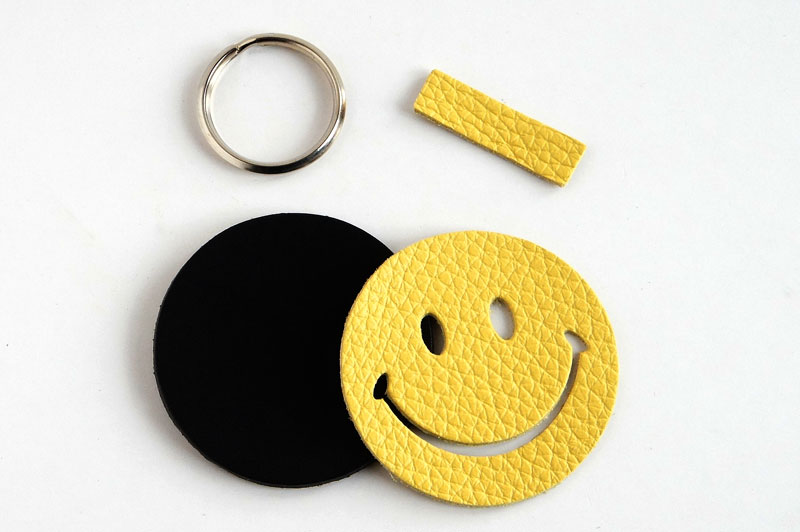 Happy Smiley Keychain Kit - Monfrini Dollarino